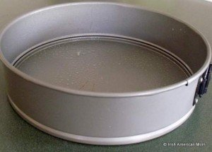 Round baking pan for Irish brown bread