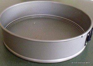 Round baking pan for Irish brown bread