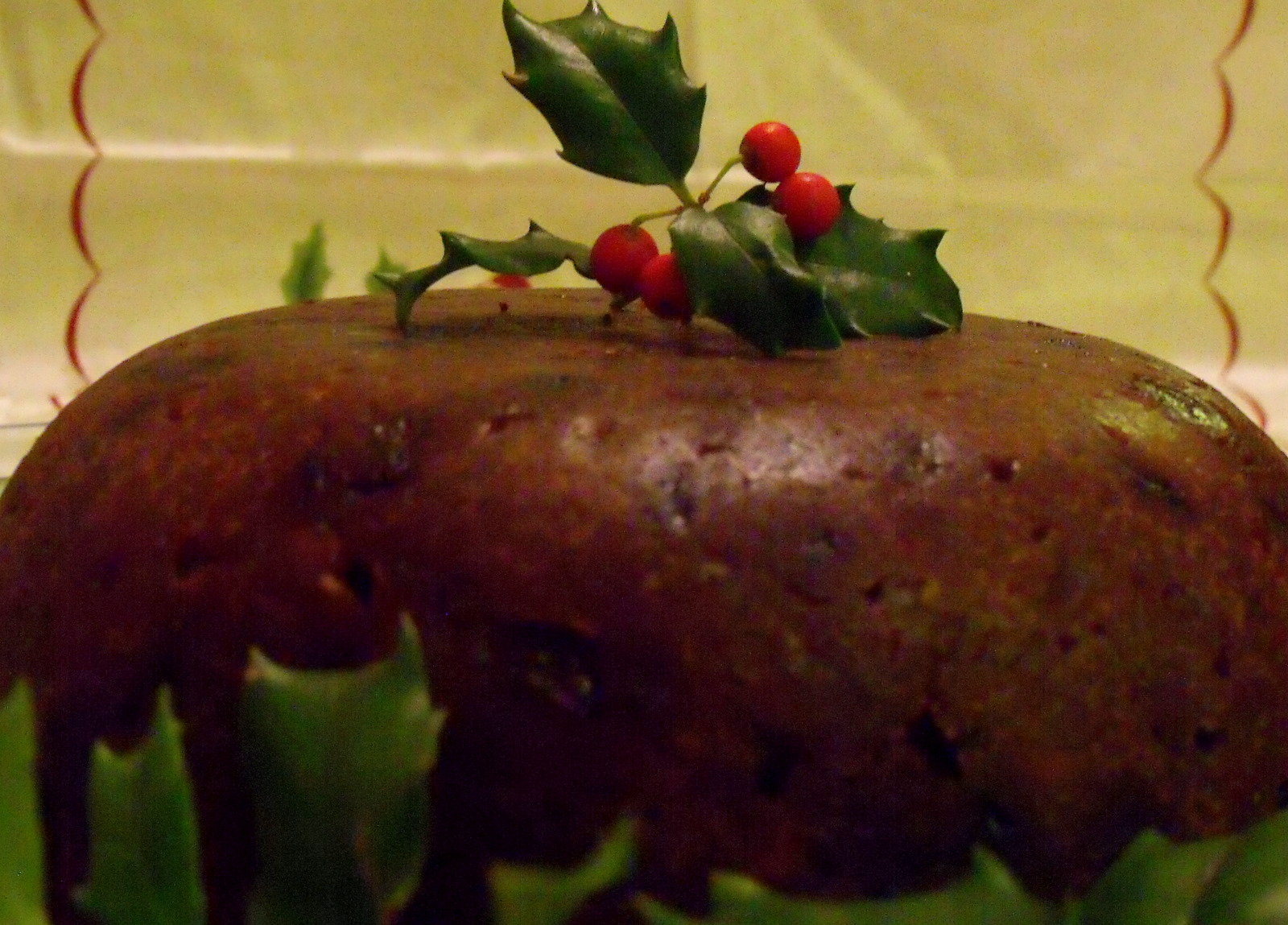 Plum pudding with holly