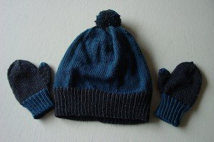 Green or blue hat and mittens