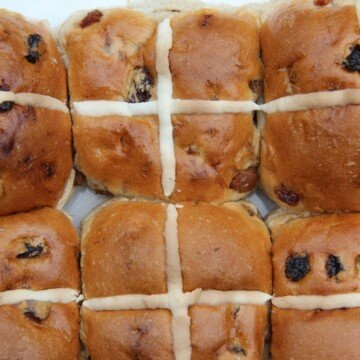 Six sticky raisin buns with pastry crosses on top