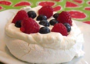 Mini pavlova dessert