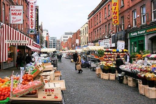 http://commons.wikimedia.org/wiki/File:Moore_Street_market,_Dublin.jpg