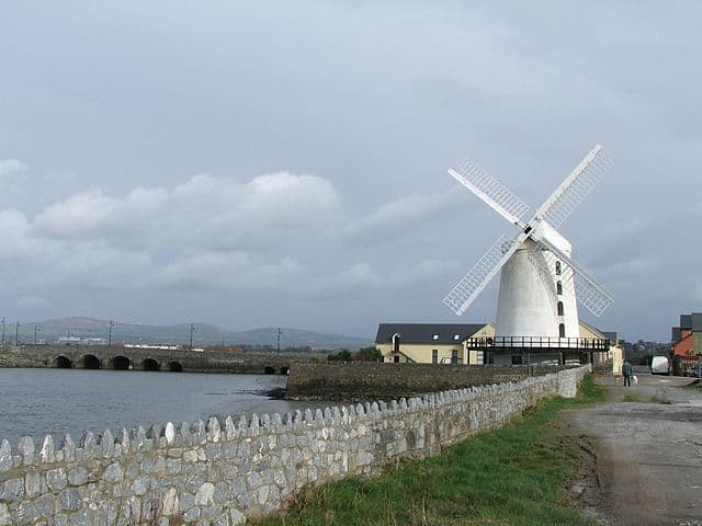 http://en.wikipedia.org/wiki/File:Blennerville_windmill.jpg