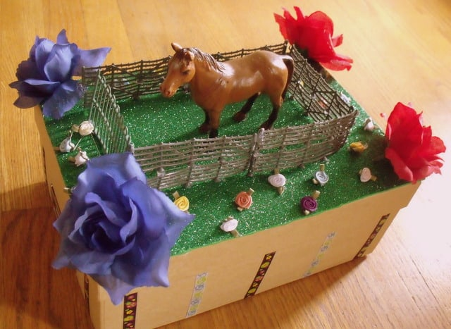 a fenced horse on a Derby shoe box float for school project