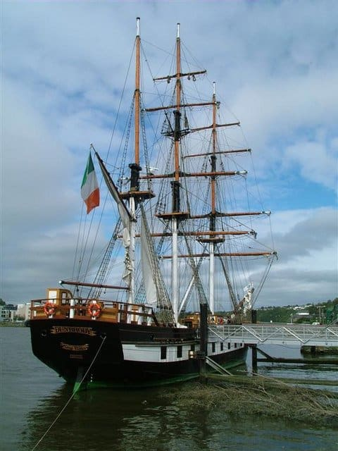 Dunbrody_famine_ship_-_geograph.org.uk_-_491448