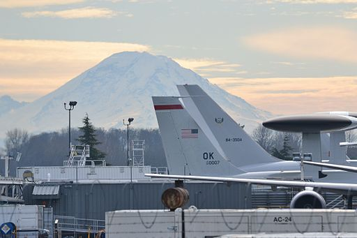 Mt._Rainier_from_Boeing_Field