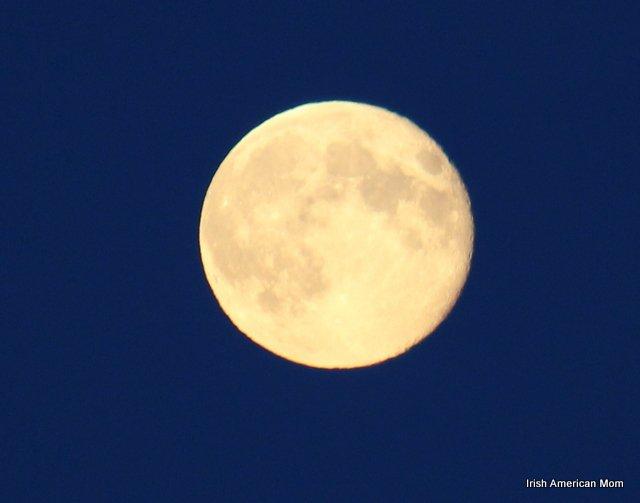 http://www.irishamericanmom.com/2013/08/24/a-full-moon-over-dublin-bay/