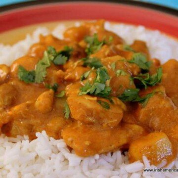 Serving of chicken curry over white rice