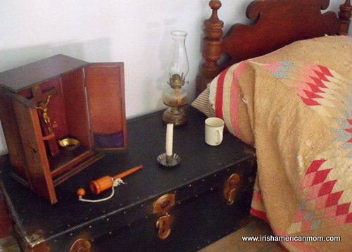 An old trunk as a bedside table