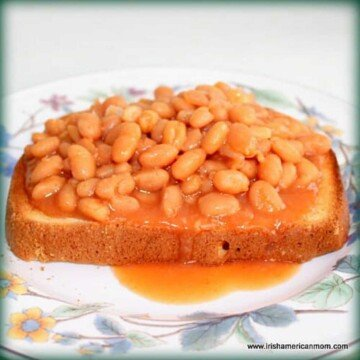 Red beans in sauce on toast