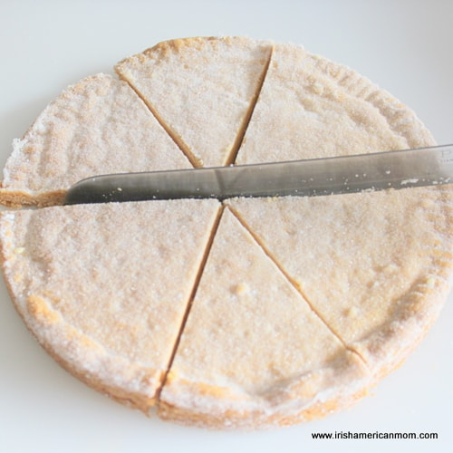 Cutting shortbread or petticoat tails