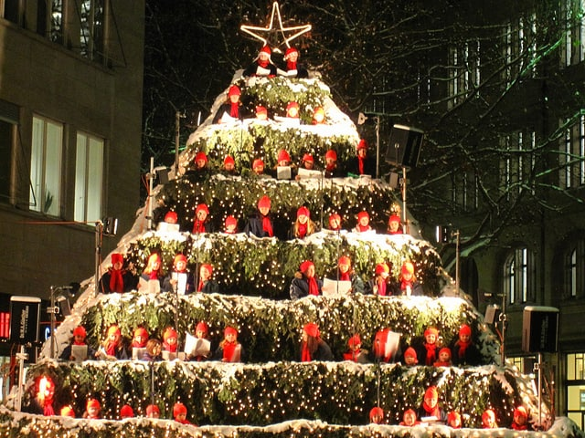 A singing Christmas tree with human tiers in Switzerland