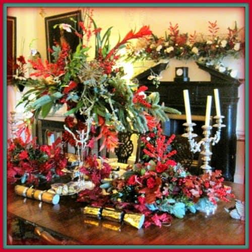 Vintage Christmas Table with Christmas Crackers