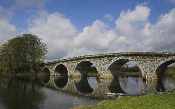 http://www.irishamericanmom.com/2015/01/07/irelands-arched-bridges/