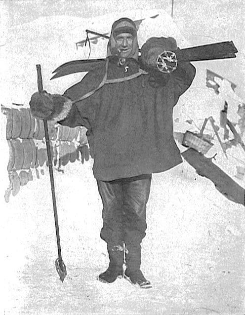 Tom_Crean_with_skis_1911