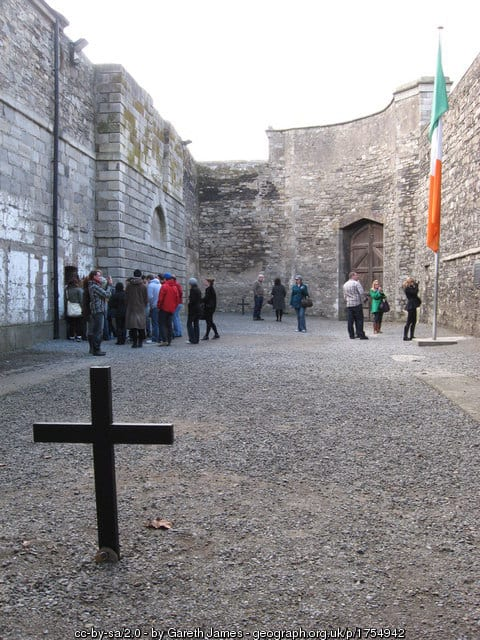 http://www.irishamericanmom.com/2015/04/06/remembering-easter-monday-1916-plus-introducing-the-easter-commemoration-digest/