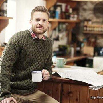 Men's Aran sweater in green cable knitting pattern