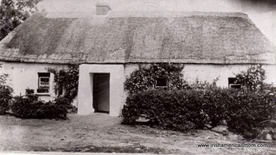 Black and white image of an Irish thatched cottage