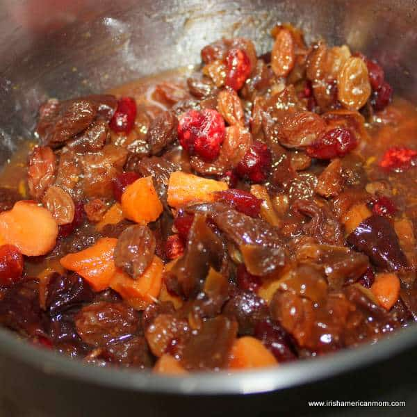 Simmering soaked dried fruit in tea