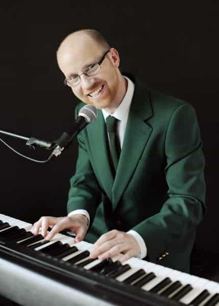 Irish Singer Songwriter Piano Man Tom