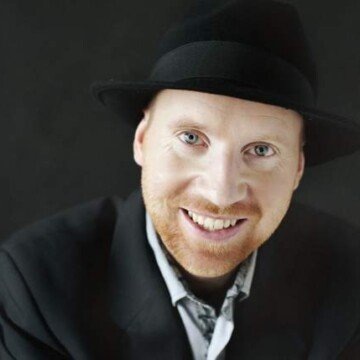 Head shot of Tom an Irish pianist and composer