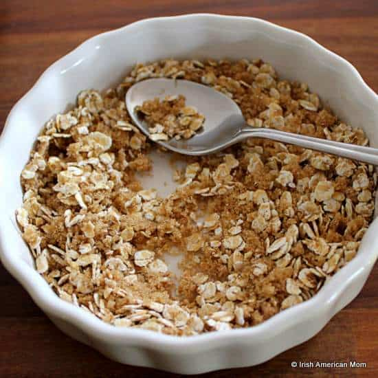 Oatmeal and brown sugar topping for blueberry muffins