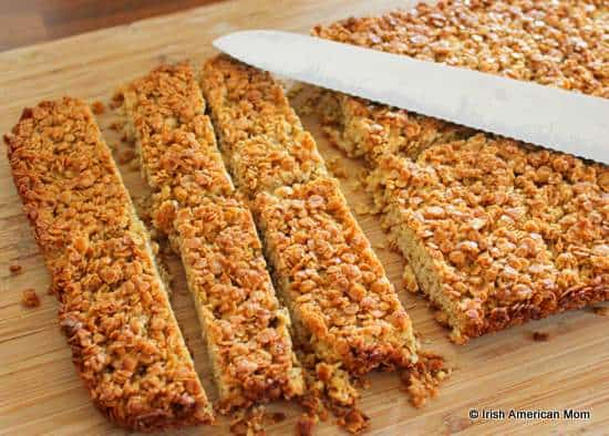 Slicing flapjacks or oat granola bars