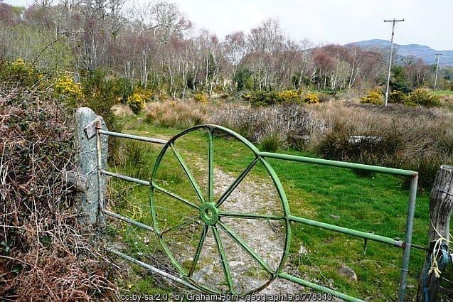 an-old-wheel-frame-as-an-iron-gate