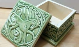 https://www.irishamericanmom.com/2016/10/16/introducing-celtic-valley-ceramics-plus-a-giveaway/