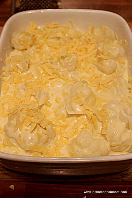 cauliflower-cheese-sauce-and-grated-cheese-in-casserole-for-cauliflower-cheese
