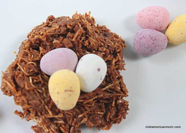 Chocolate cake shaped like a bird\'s nest with three chocolate eggs