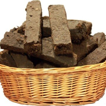 A basket filled with sods of turf or peat