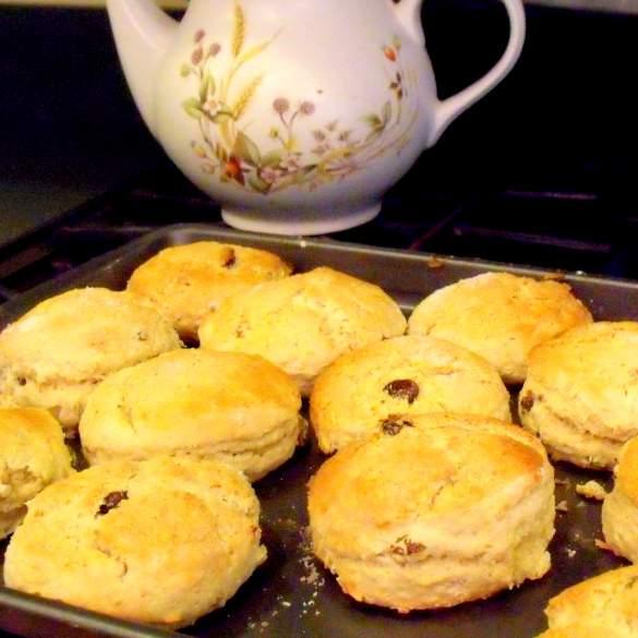 Irish raisin tea scones