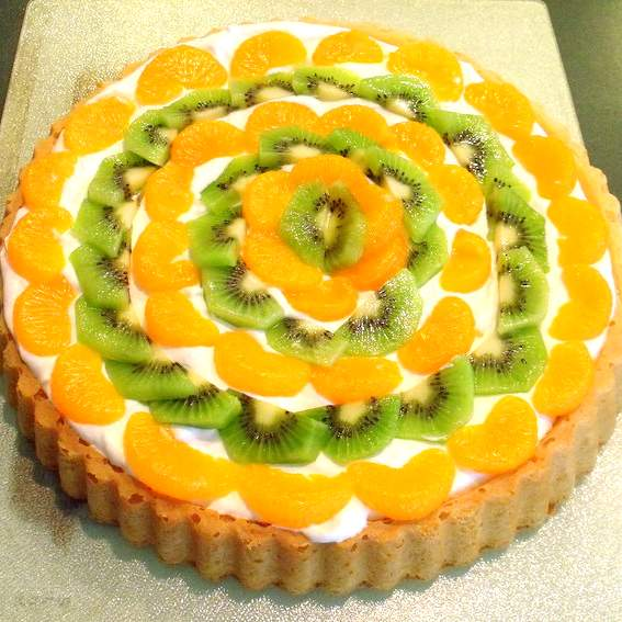 Irish fruit and cream sponge flan