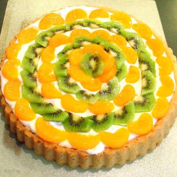Irish fruit and cream sponge flan