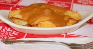Sweet and spicy curry sauce poured over a dish of Irish chips