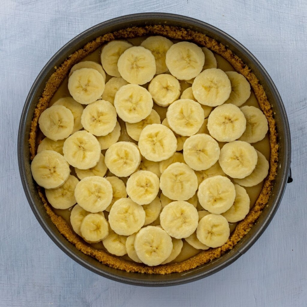 Sliced bananas in a pie dish