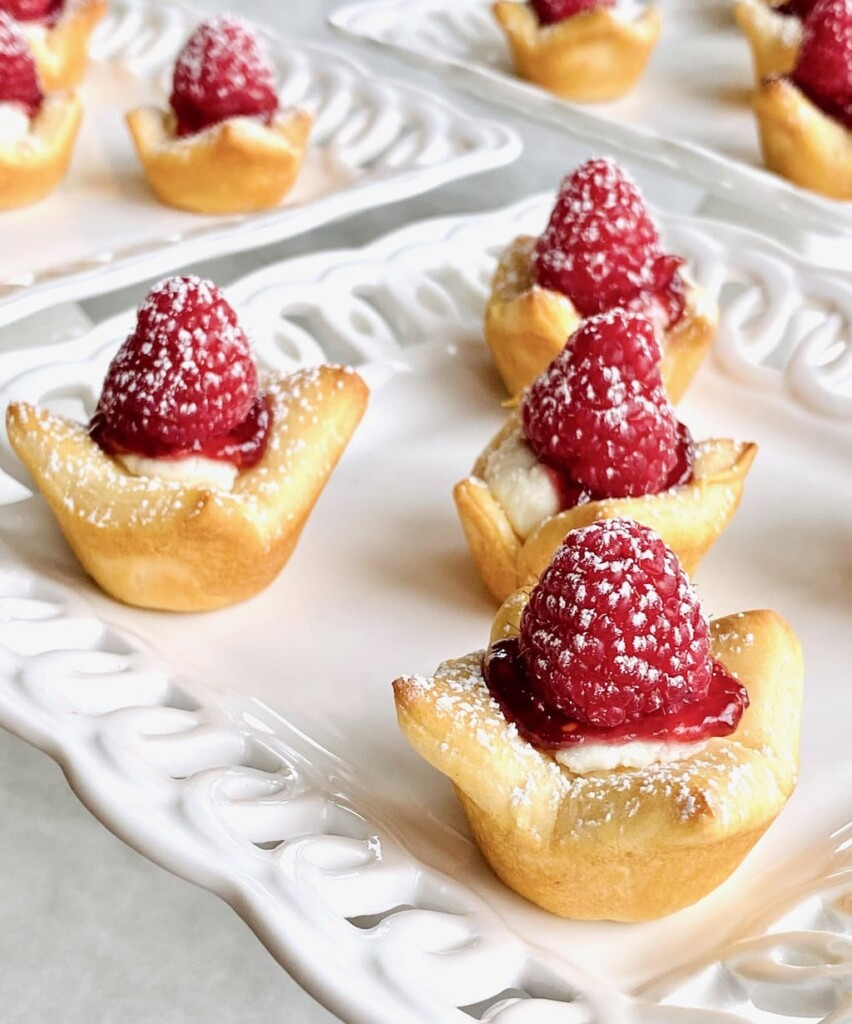 Filo dough appetizers with cheese and raspberries